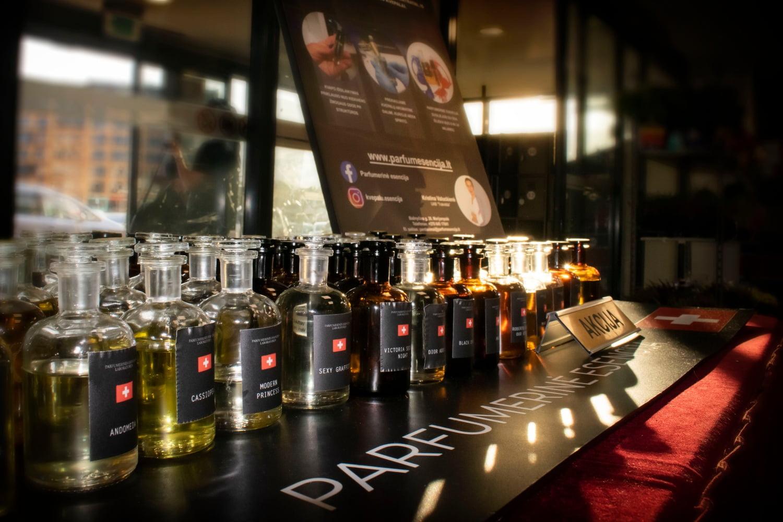 Parfumerinė esencija (purškiami ir aliejiniai kvepalai) Lietuvos miestuose